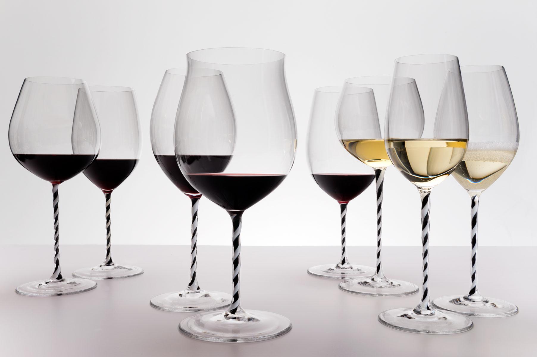 Бокал белого и красного вина фото