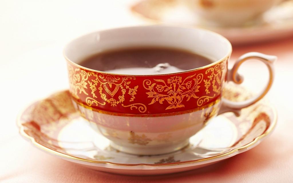 Чай в фарфоровой чашке