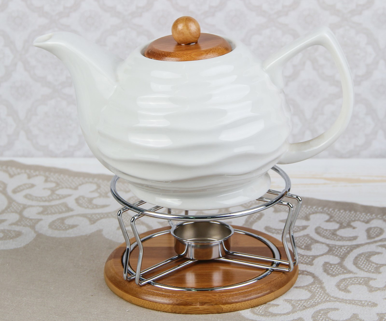 Белый заварочный чайник