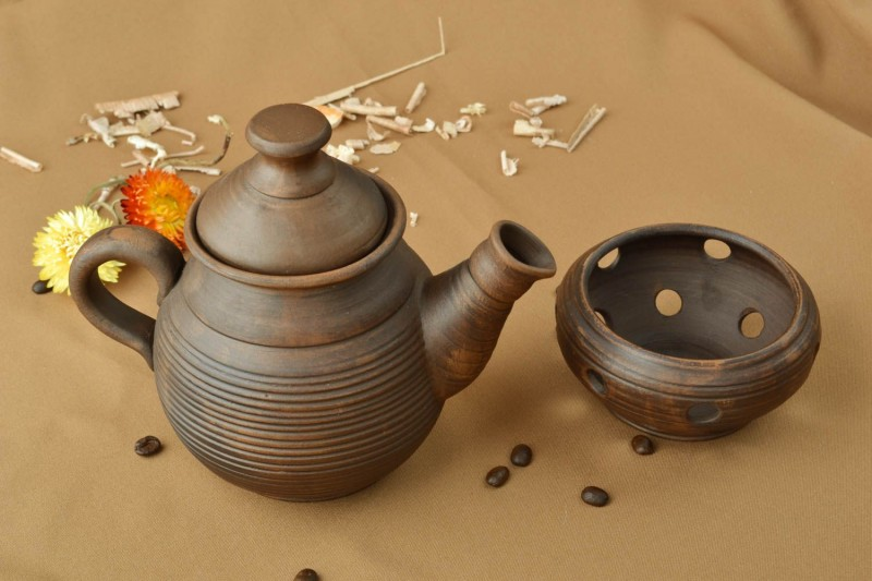 Глиняный чайник с подогревом от свечи