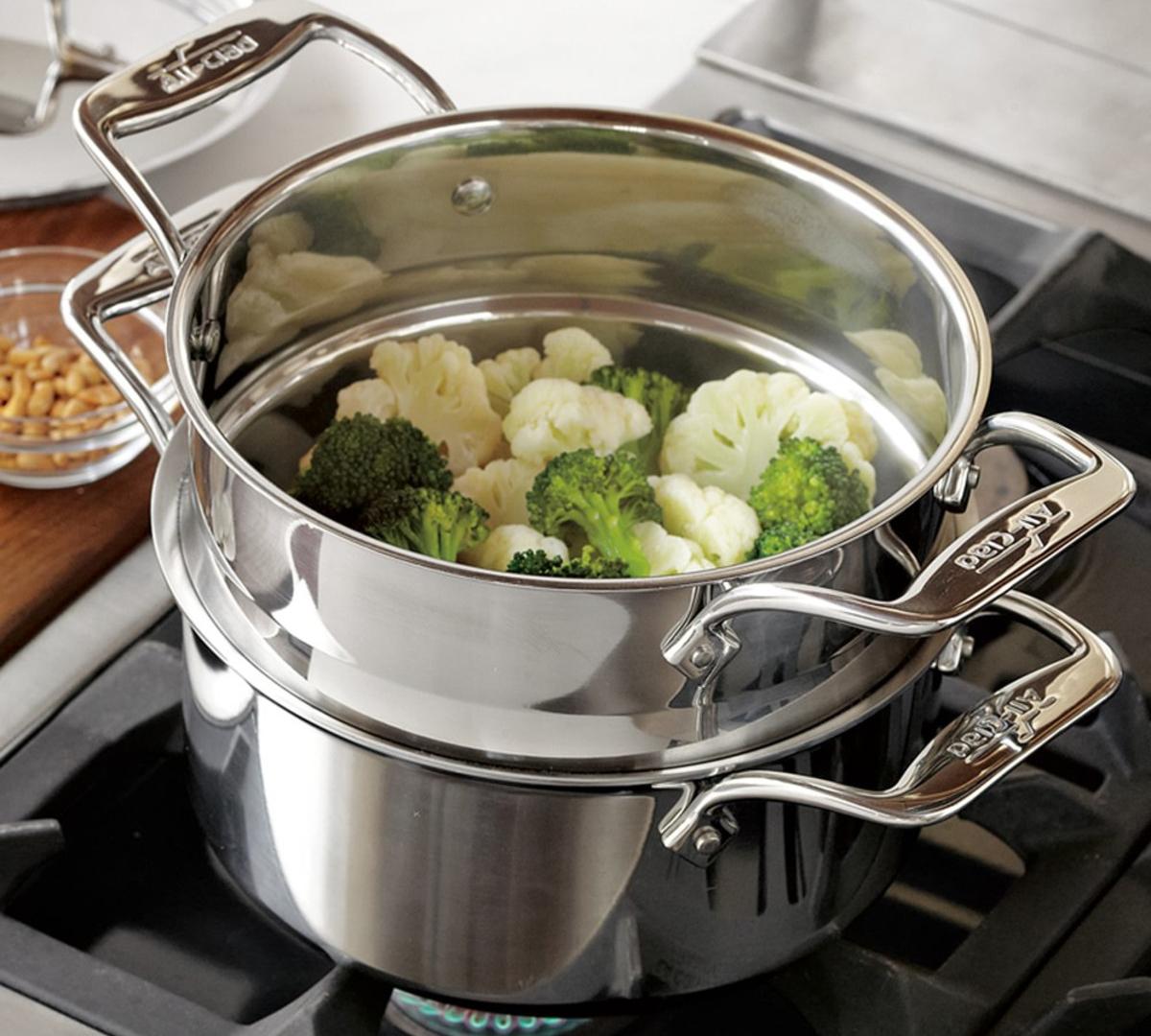 кастрюля пароварка с овощами