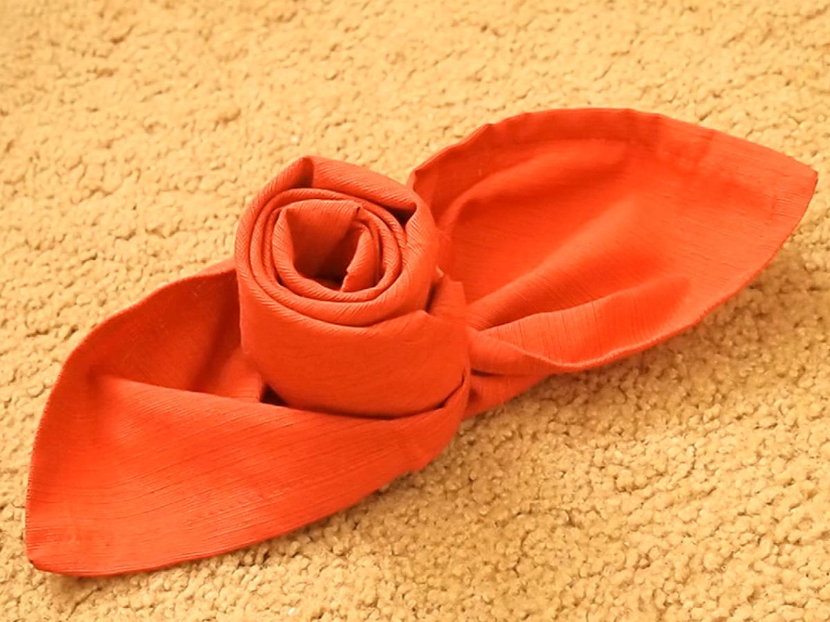 салфетка в виде розы