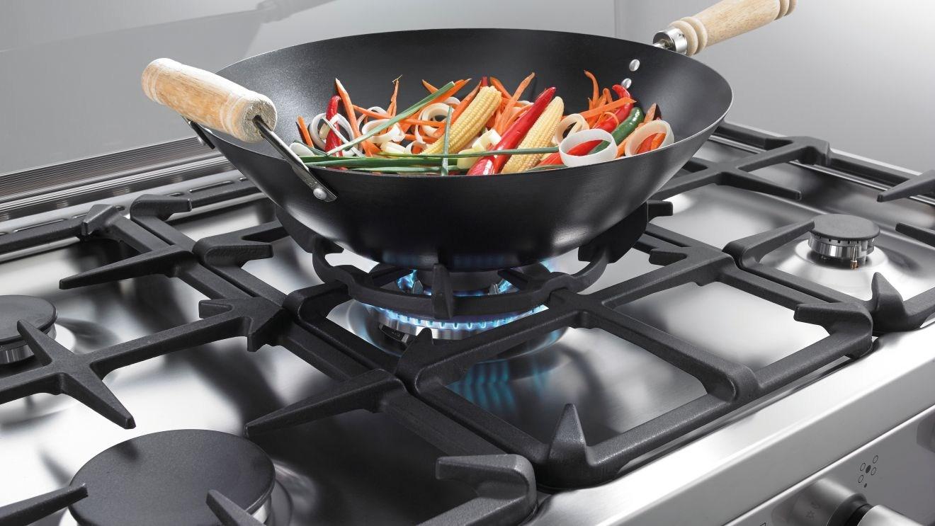 сковорода на газовой плите