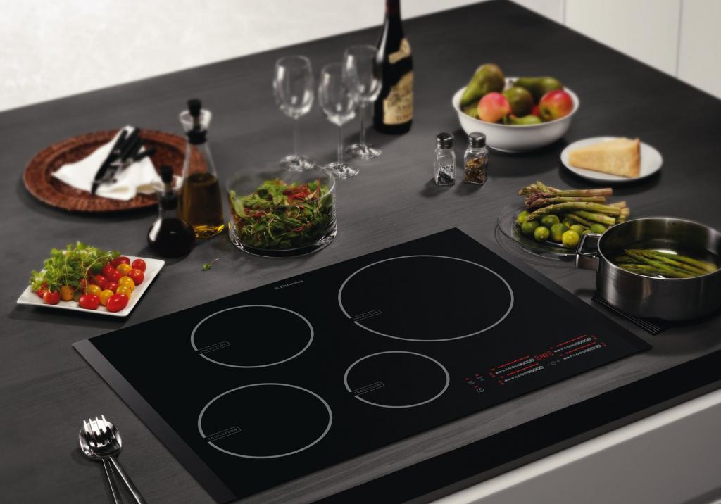 Фото стеклокерамической плиты на кухне