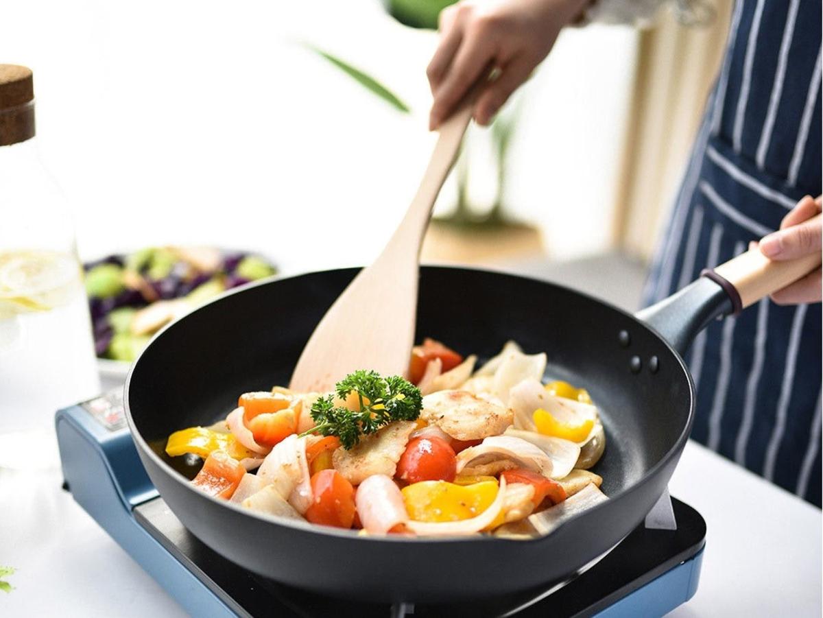 тефлоновая сковорода с едой