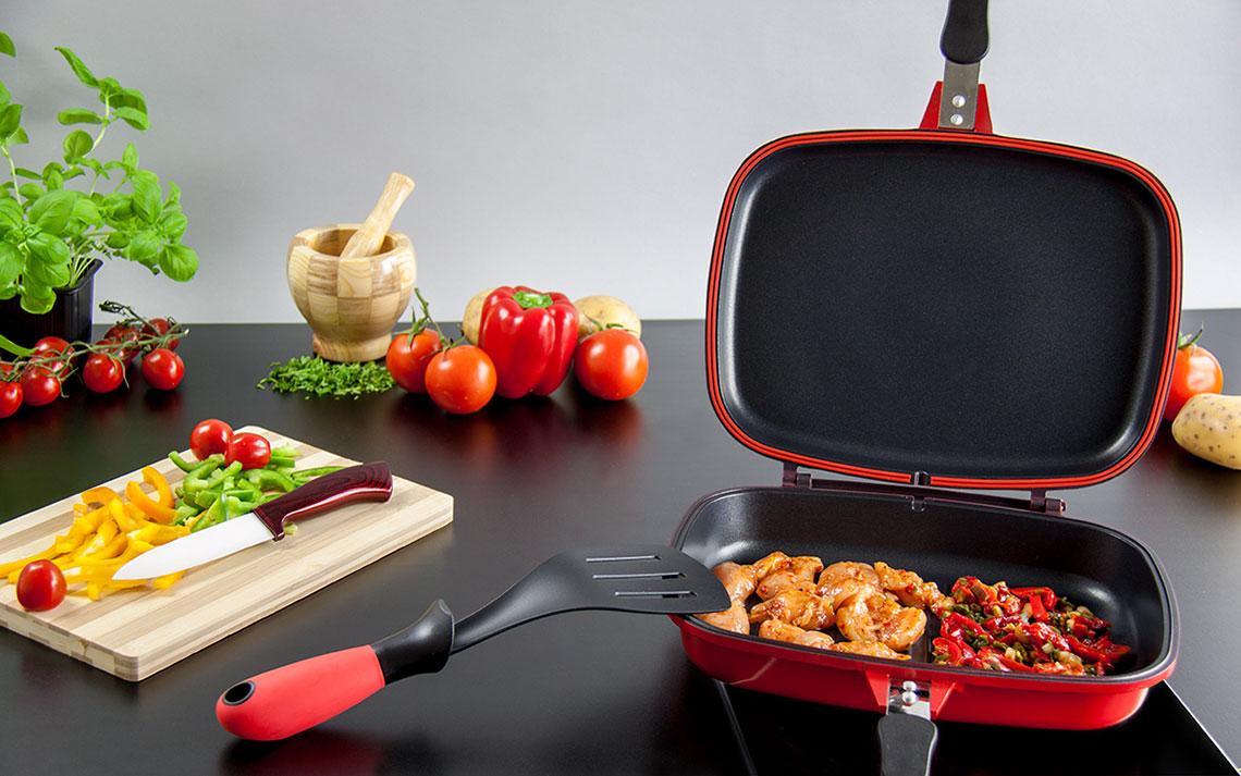 двухсторонняя сковорода на кухне