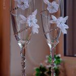 свадебный декор бокалов виды идеи