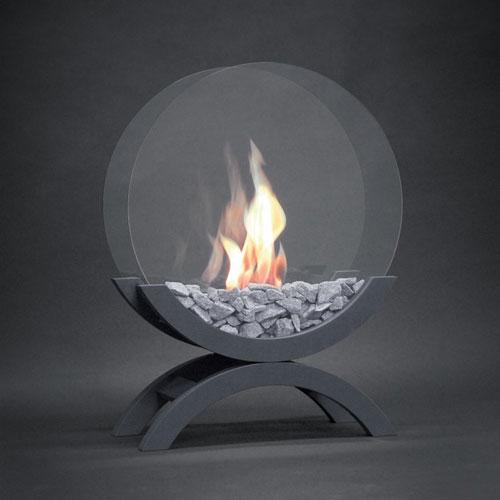 <p><b>Биокамины</b><p> Топливо, используемое для таких конструкций, не выделяет дыма. После сожжения сырья не остается золы. Поэтому биопечи можно монтировать даже в квартире без вентиляции и дымохода.