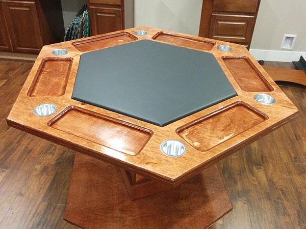 Собранный шестиугольный ломберный столик