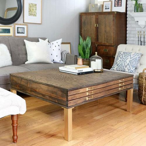 Столик ломберный из грубо обработанной древесины