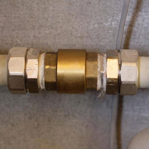 <p><b>Обратный клапан</b><p> Препятствуют оттоку теплоносителя из разных участков системы.