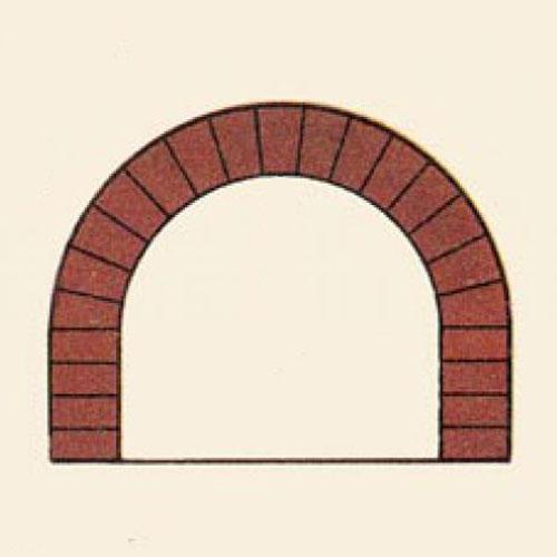 <p><b>Полуциркульная</b><p> Ее формируют из сточенных у основания на конус кирпичей. Форма получаемой конструкции – крутой полукруг.