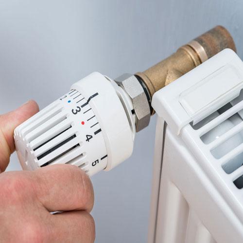 <p><b>Штоковый (регулирующий)</b><p> Помимо включения и выключения позволяют изменять подачу воды для комфортной температуры нагрева. Более дорогие, но смотрятся лучше. Бывают в прямом и угловом исполнениях.