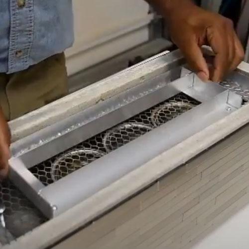 Укладывание сетки на топливный бак биокамина