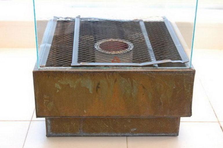 Установка сетки внутри каркаса биокамина