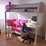 двухъярусная кровать с небольшим диваном