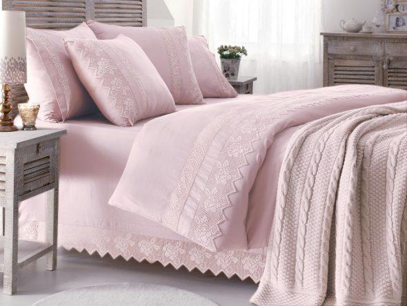 Покрывало розового цвета
