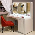 гримерный столик с большим зеркалом