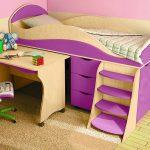 фиолетовая кровать с бортиком для детской