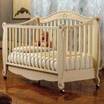 детская кроватка бежевая