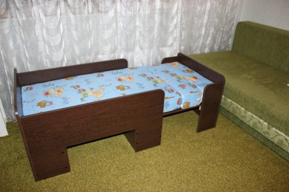 Детская раздвижная кровать из ДСП