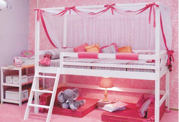 детская кровать с деревянными бортиками