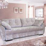 диван еврокнижка в гостиной