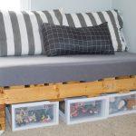 удобный диван из паллетов