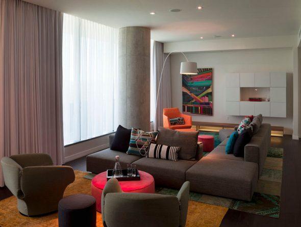 диван с креслами и пуфиками
