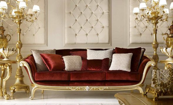 диван с золотым декором