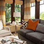 диван в маленькой гостиной