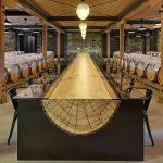 дизайнерский стол из дерева и стекла