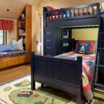 двухъярусная кровать черная в детской