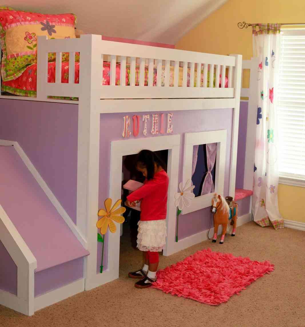 Как из двухъярусной кровати сделать домик
