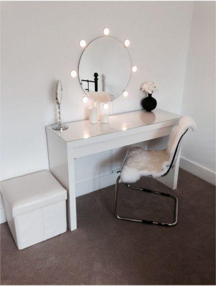 гримерный столик с круглым зеркалом