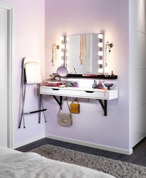гримерный столик с прямоугольным зеркалом