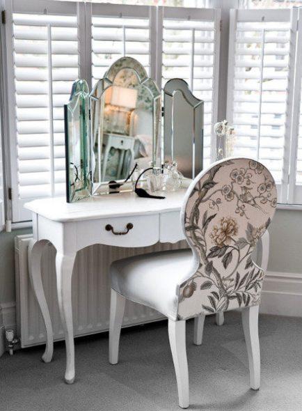 гримерный столик с тройным зеркалом