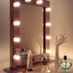 гримерный столик с зеркалом