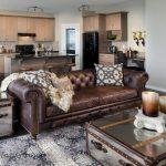 коричневый диван кожаный