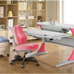 розовое офисное кресло