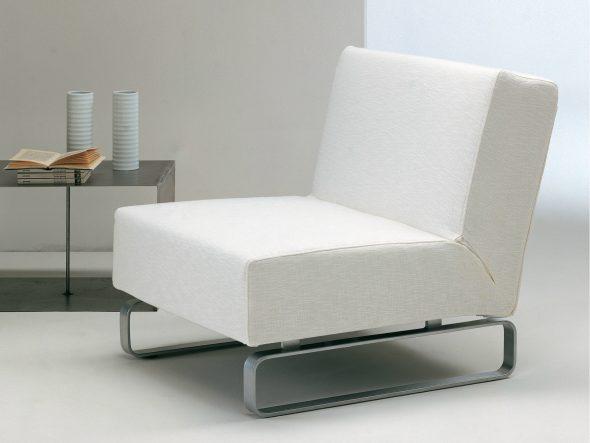 кресло кровать молочного цвета