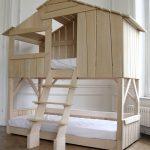 просто домик кровать