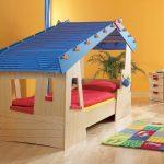 домик кровать с крышей