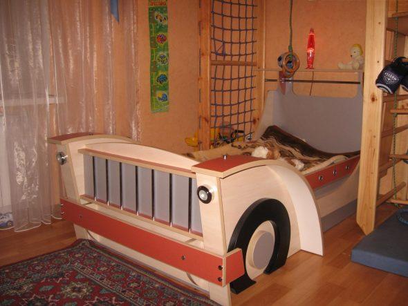 большая кровать машинка