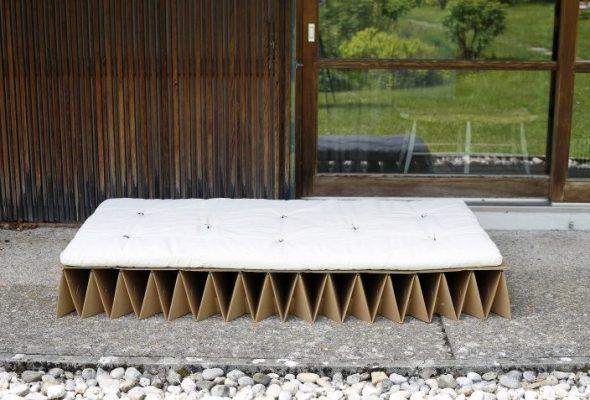 лежак из картона