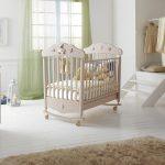 кроватка для ребенка бежевая