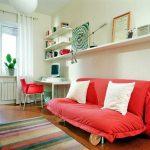 маленький красный диван