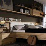 Настенная полка над кроватью стильная