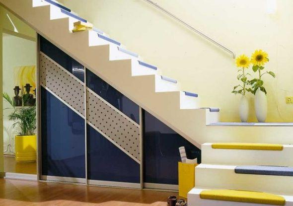 обустройство пространства под лестницей