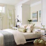 подъемная кровать в белой стенке